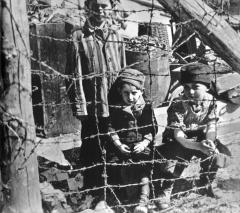 BuchenwaldJeunesdetenusliberes041945.jpg