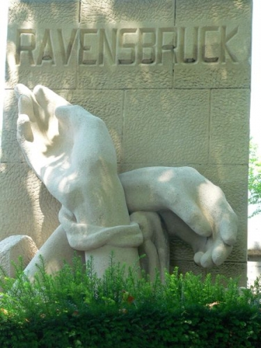 450px-Perelachaise-Ravensbruck-p1000378.jpg